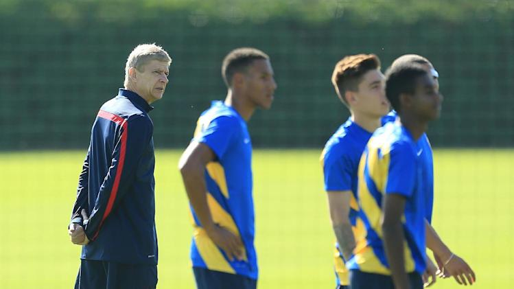 Soccer - UEFA Champions League - Play-Offs - First Leg - Fenerbahce v Arsenal - Arsenal Training Session - London Colney