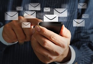 Choosing The Best Time To Send Email To Your Subscribes image sending email newsletter