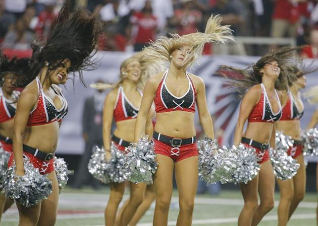 ELX01. Atlanta (United States), 07/09/2014.- Atlanta Falcons cheerleaders perform during the second half of the NFL American football game between the New Orleans Saints and the Atlanta Falcons at the