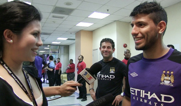 Yours truly with the superstar they call Kun Aguero. (Futbolita.com)