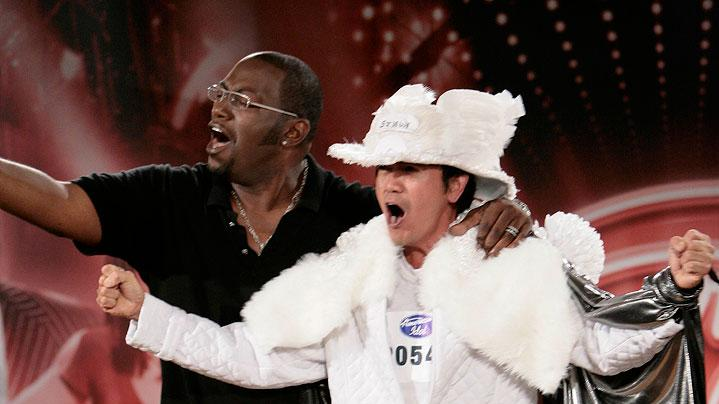 Dallas Audition: Renaldo Lapuz, Reno NV performs with Randy Jackson (L) in front of the judges on the 7th season of American Idol.