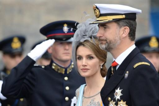 Spain's Crown Prince Felipe and his wife Crown Princess Letizia arrive to attend on April 30, 2013 a reception hosted by King Willem-Alexander of the Netherlands at the Royal Palace in Amsterdam follo