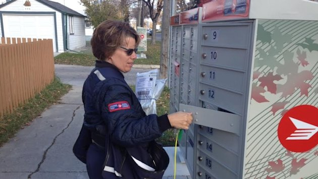 Canada Post agrees to move community mailbox on St. Vital street