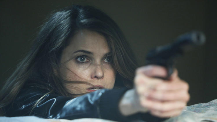 "This TV publicity image released by FX shows Keri Russell as Elizabeth Jennings in a scene from the spy drama ""The Americans."" (AP Photo/FX, Craig Blankenhorn)"