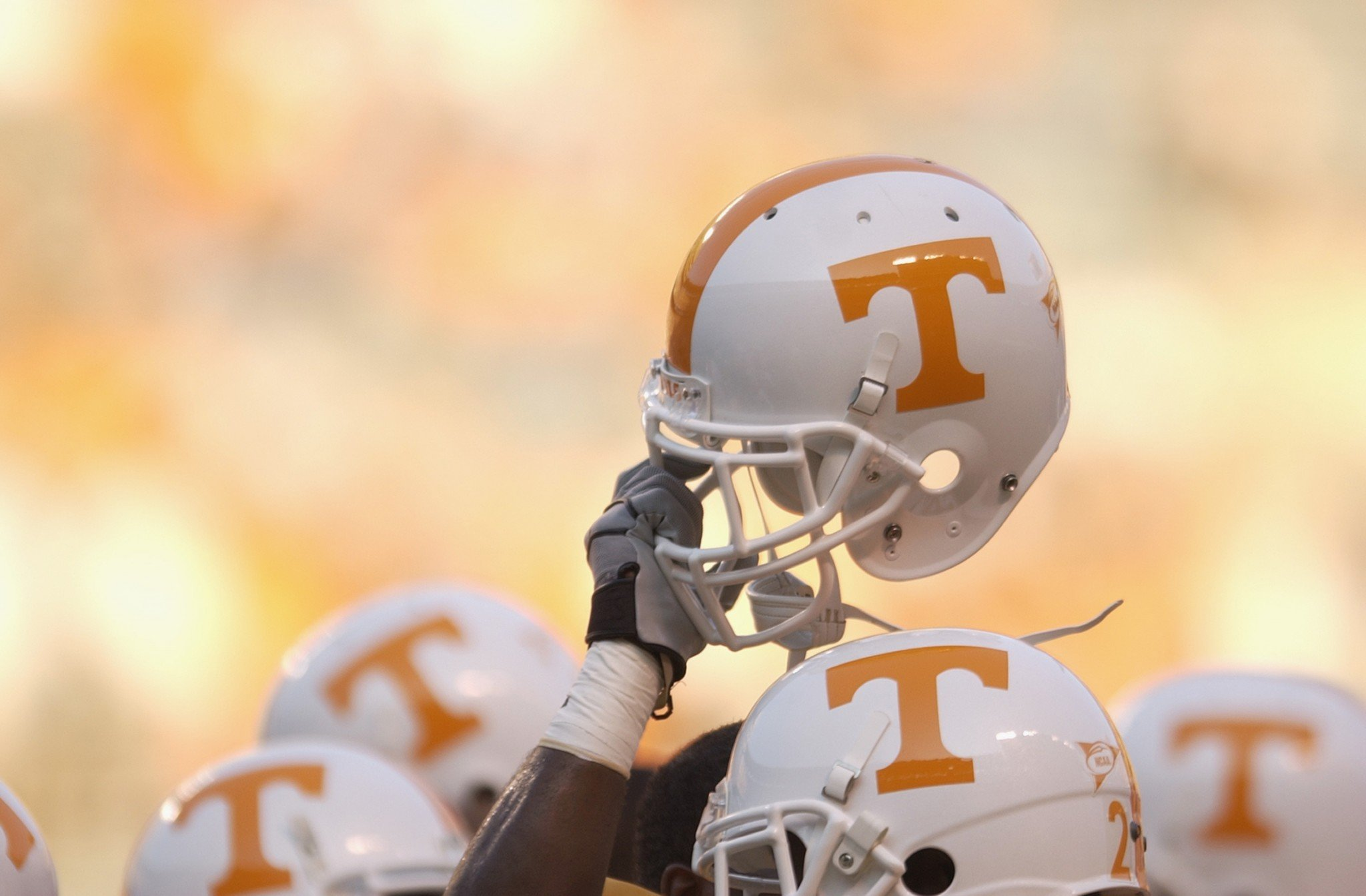 Larry Scott was Tennessee's tight ends coach in 2016. (Getty)