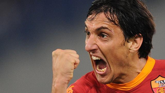 Serie A - Burdisso: I'm leaving Roma to boost World Cup hopes