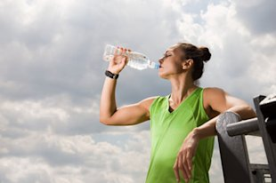 A refresher course on how much--and what--to drink on hot summer runs