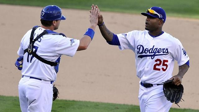 Baseball - Dodgers beat Cards, keep play-off hopes alive