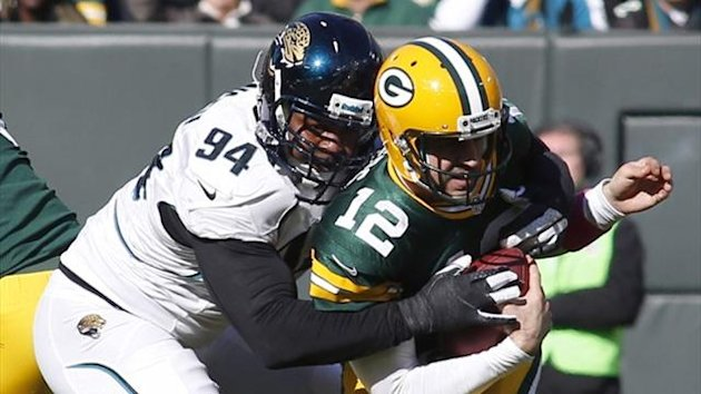 Jacksonville Jaguars defensive end Jeremy Mincey (L) sacks Green Bay Packers quarterback Aaron Rodgers (Reuters)