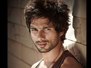 Shahid Kapoor gets tanned for RAMBO RAJKUMAR