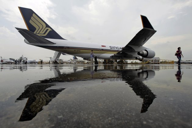 Singapore Airlines' (SIA) Boeing 747-400 passenger jet with registration 9V-SPQSINGAPORE-AIRLINE/TATA-SONS-INDIA REUTERS/Tim Chong/Files (SINGAPORE - Tags: BUSINESS TRANSPORT)