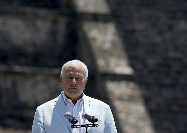 Chairman of the Toronto 2015 Pan-American Games organizing committee, David Peterson gives a speech during the Ceremony of the Ignition of the New Fire, at the ancient pyramids of Teotihuacan outside Mexico City May 25, 2015. The flame will be transferred to Toronto for the Pan-American games, which will be held there from July 10 to 26. REUTERS/Henry Romero