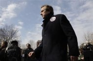Robert Kennedy Jr. leaves the stage after addressing environmental activists opposed to the Keystone XL tar sands pipeline project protest outside the White House in Washington, February 13, 2013. REUTERS/Jonathan Ernst