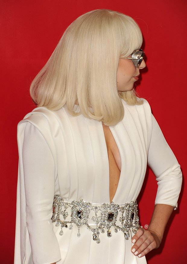 Lady-Gaga-Grammy-come-raffaella-Carra-3