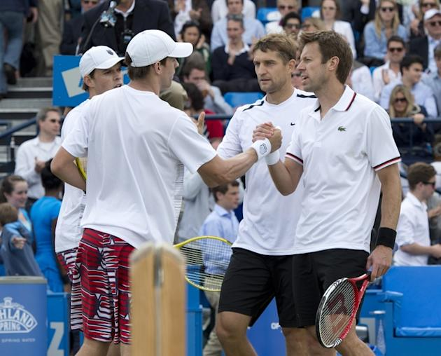 Belarussia's Max Mirnyl (3-R) And Canada's Daniel Nestor (R) Shakes Hand With Opponents Bob Bryan And Mike Bryan (L) Of AFP/Getty Images