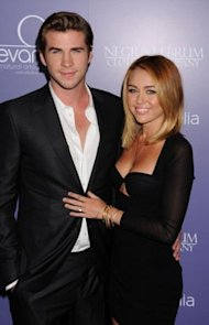 Liam Hemsworth y Miley Cyrus via Wireimage