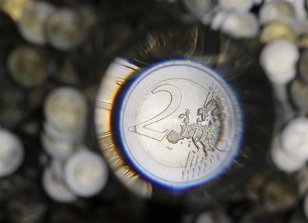 A two Euro coin is checked after being minted in the Austrian Mint (Muenze Oesterreich) headquarters in Vienna June 20, 2013. REUTERS/Leonhard Foeger