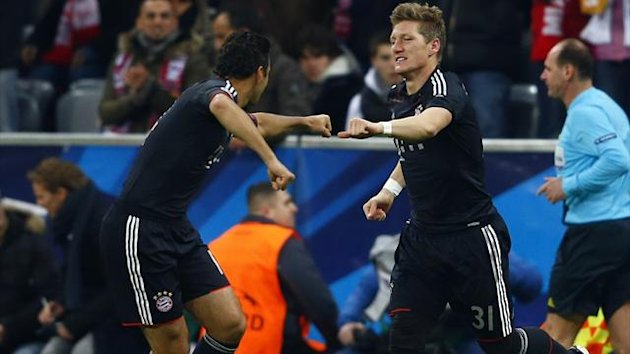 Bayern Munich's Bastian Schweinsteiger celebrates with team mate Claudio Pizarro (L) after scoring against Lille during their Champions League Group F atch in Munich