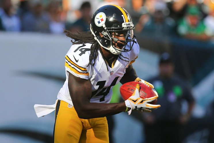 Pittsburgh Steelers wide receiver Sammie Coates runs with the ball against the Philadelphia Eagles. (Ed Mulholland/AP Images for Panini)