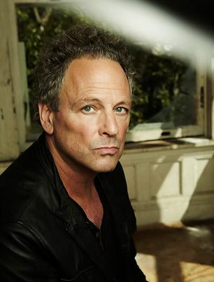 Lindsey Buckingham Powers Through Solo Version of 'Big Love'