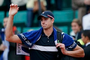 John Isner couldn't keep up with Andy Murray Sunday at Roland Garros. (Reuters)