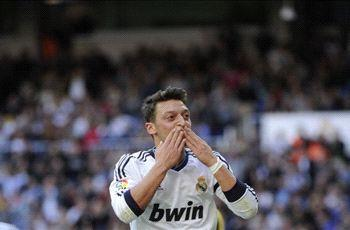 Ozil cool over new Real Madrid contract