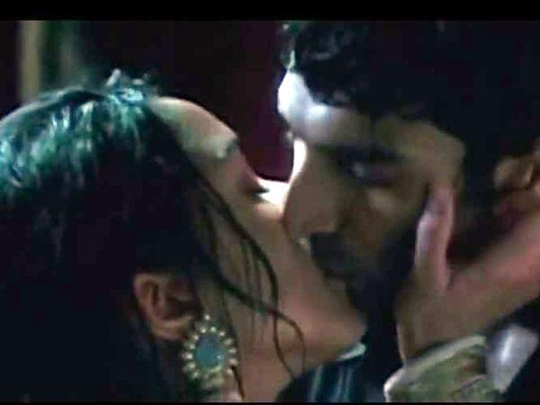 Image courtesy : iDiva.comAditya Roy Kapur and Shraddha Kapoor: Rain, romance and this sexy duo kissing. Phew!  The kiss that they shared in the movie Aashiqui 2 was definitely hot.Related Articles -