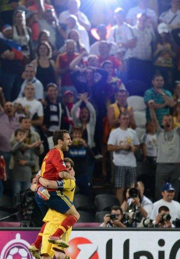 Spanish midfielder Cesc Fabregas (L) and Spanish goalkeeper Iker Casillas celebrate after winning the match