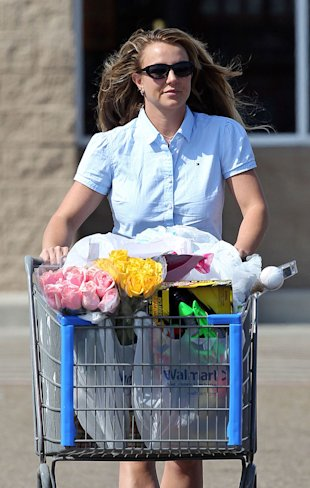 Britney Spears loves to shop! (PacificCoastNews.com)
