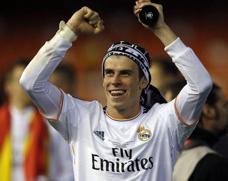 Real Madrid's Gareth Bale celebrates after defeating Barcelona in their King's Cup final soccer match at Mestalla stadium in Valencia April 16, 2014. REUTERS/Sergio Perez