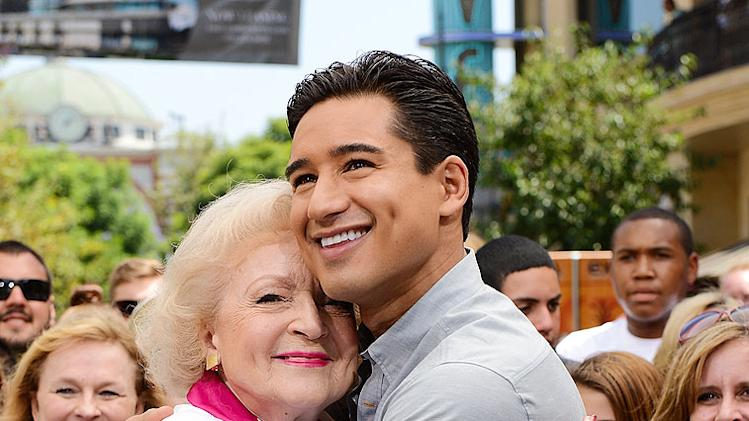 Betty White, Mario Lopez
