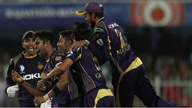 Knight Riders stun Royal Challengers, win by 2 runs