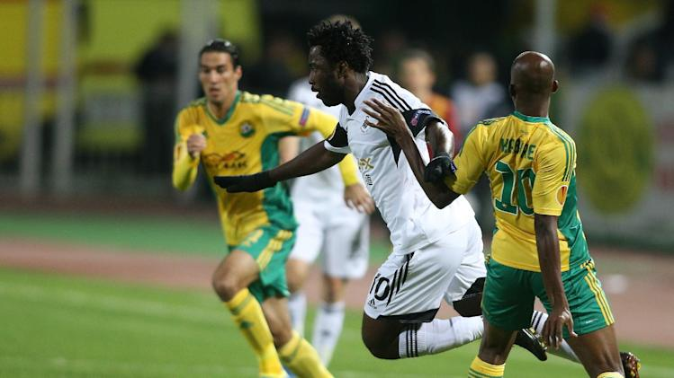 Swansea City's Wilfried Bony, center, and Kuban Krasnodar's Charles Kabore, right, in action during their Europa League group A soccer match at a stadium in Krasnodar, Russia, Thursday, Nov. 7 2013