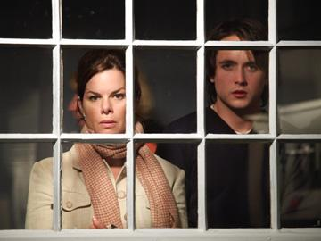 Marcia Gay Harden and Justin Chatwin in Hollywood Pictures' The Invisible