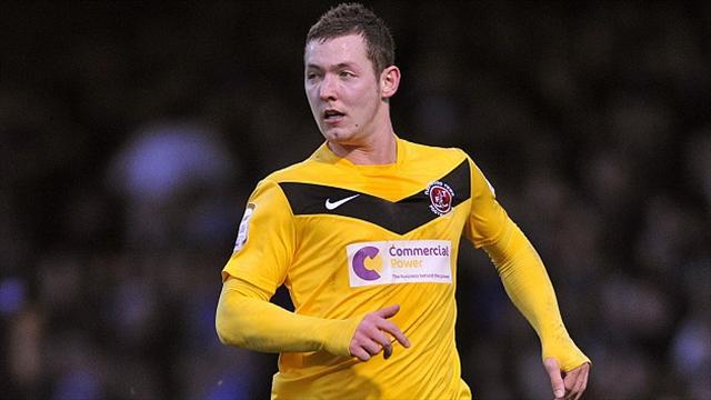 League Two - Morecambe sign Beeley