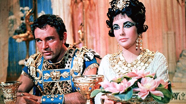 Elizabeth Taylor and Richard Burton in 'Cleopatra'