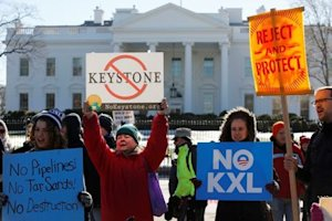 Activists hold a rally against approval of the Keystone XL pipeline,in front of the White House.