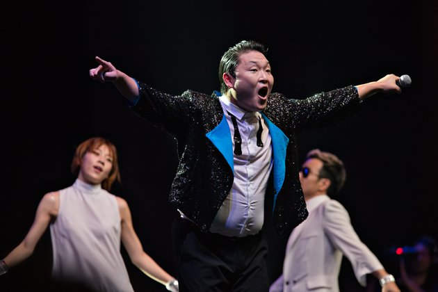 """K-pop singer PSY got local fans to gallop for """"Gangnam Style"""". (Photo from Marina Bay Sands)"""