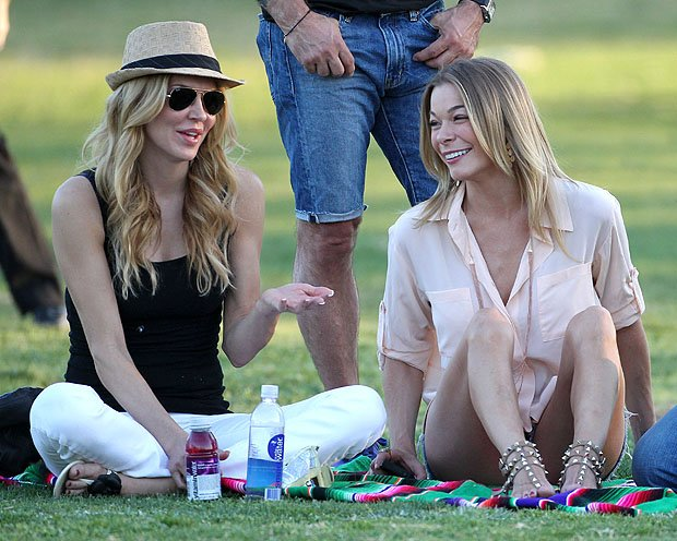 LeAnn Rimes, right, chats with Eddie Cibrian's ex, Brandi Glanville. (MAP/Splash News)
