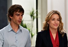 Christopher Gorham, Piper Perabo | Photo Credits: Ken Woroner/USA Network