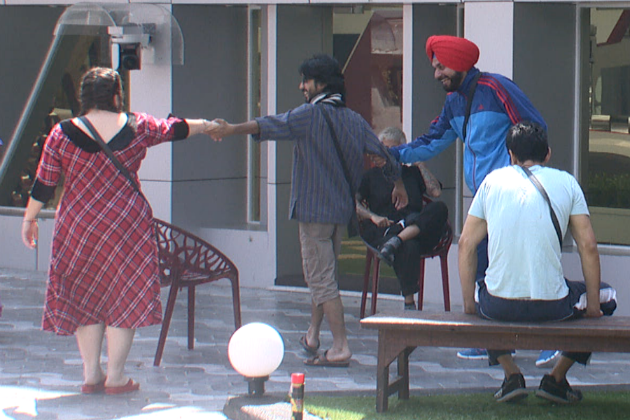 Bigg Boss 6: Delnaaz flirts with Aseem