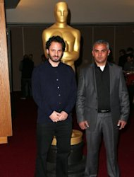 Davidi y Burnat son candidatos al Premio Oscar al Mejor Documental por su pelicula 'Five Broken Cameras'. Sabrán si son ganadores en la ceremonia del próximo domingo 24. (Getty Images/AFP | Frederick M. Brown)