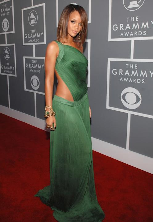 Do you die over Rihanna back in 2007 in this gorgeous, silky, asymmetrical green skin-revealing gown with that amazing stack of chunky gold bracelets? I do. (John Sciulli/WireImage)