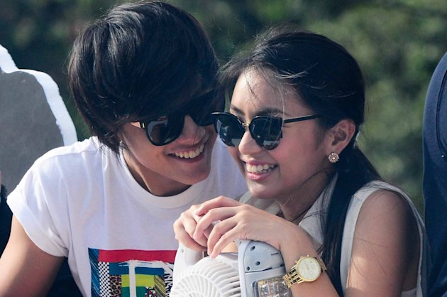"Kathryn Bernardo and Daniel Padilla are seen together at the float of the MMFF 2012 entry, ""Sisterekas"" during the 2012 Metro Manila Film Festival Parade of Stars on 23 December 2012. (Angela Galia/NPPA Images)"