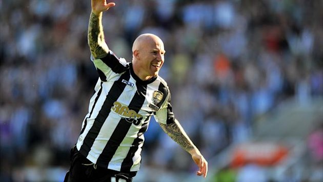 Lee Hughes has completed a move to Port Vale