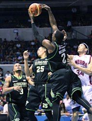 GlobalPort's Justin Williams grabs one of his 23 rebounds. (PBA Images)