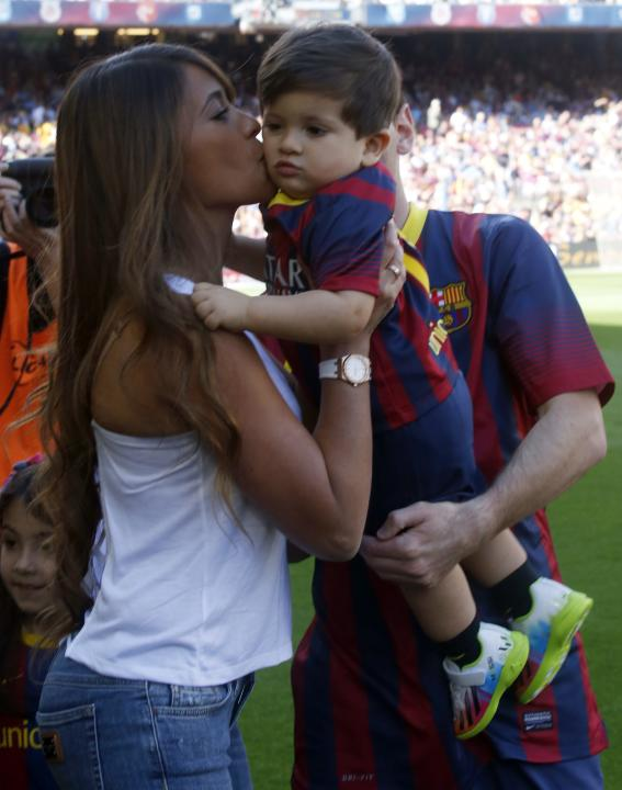 Messi Playing With His Son Messi And His Son