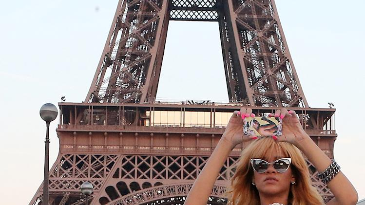 Rihanna Snaps Photos With Friends At The Eiffel Tower