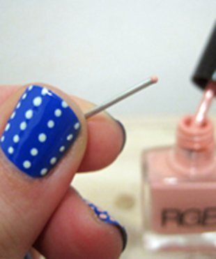 Paperclip dots spice up a solid nail