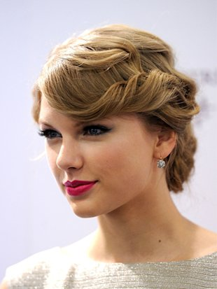 Hot vintage hair by Taylor Swift